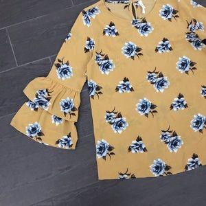 Xhilaration Tops - 💐 Floral shirt 💐